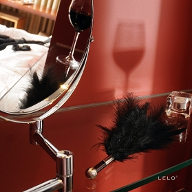 LELO Tantra Feather Teaser